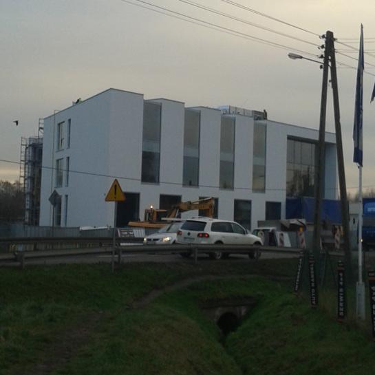 Budynek biurowy z kondygnacją garażową w Poznaniu. Inkubator Biznesu i Nauki.