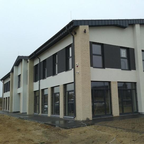 Budynek laboratorium z częścią biurową w Mrowinie. Dwukondygnacyjny, o konstrukcji żelbetowej płytowo-słupowej.