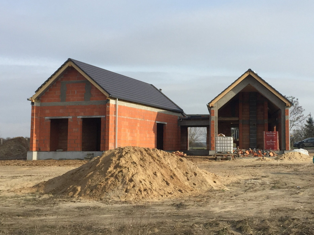 Dom w Pawłowicach z dachem