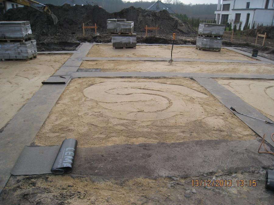 Dom jednorodzinny w Szczytnikach. Wykonane ławy fundamentowe.